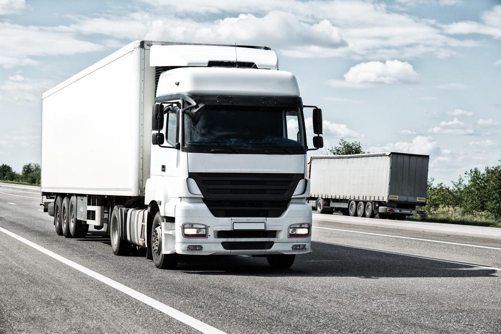 photo d'un camion de transport blanc