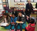 M. Philippe Saurel entouré de visiteurs de la Médiathèque
