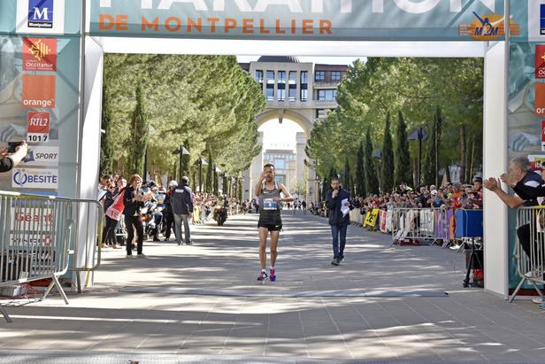 Après 2h24 minutes de course, le Marocain Alaa Hrioued s'impose pour la deuxième fois consécutive.