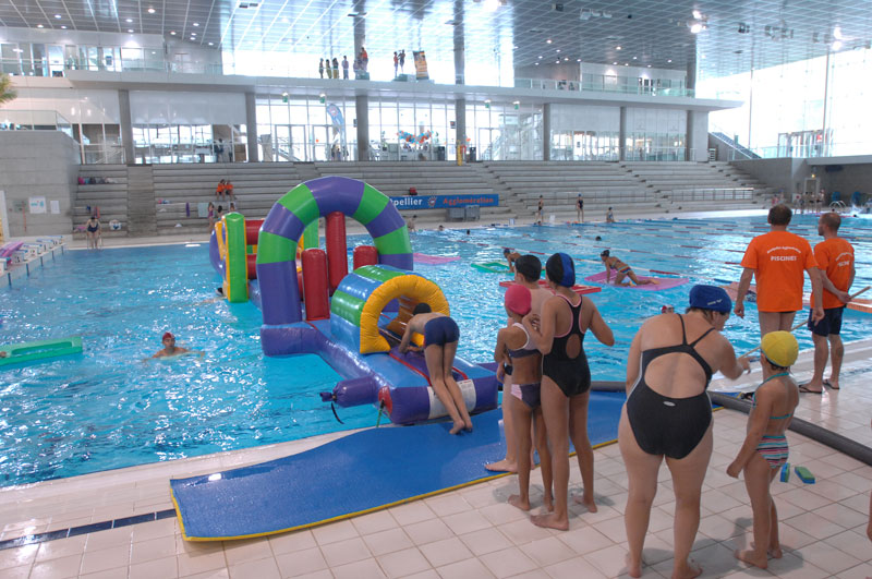 Vacances de no l animations dans les piscines de for Piscine naturiste montpellier